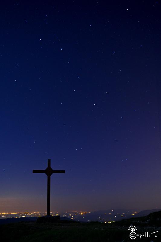 Croix du granier sous la Grand Ourse