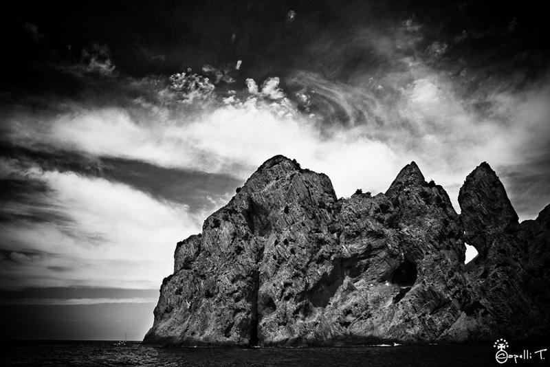 Rochers et arches de la reserve de scandola Corse