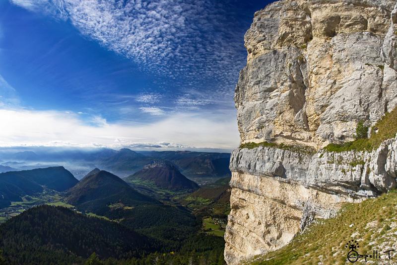 tour de chamechaude avec une vue sur les blacons sud de la chartreuse