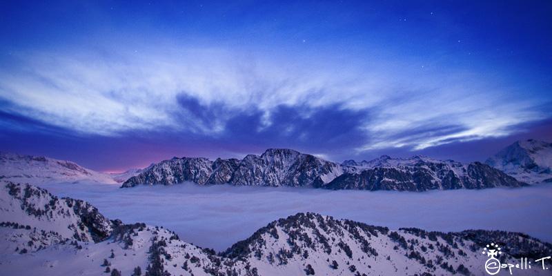 lever de soleil sur une mer de nuages depuis la croix de chamrousse