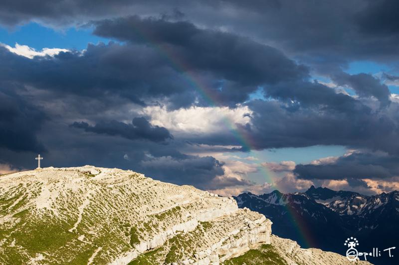 photo d'un arc en ciel sur le sommet de la dent de crolles - Thomas CAPELLI