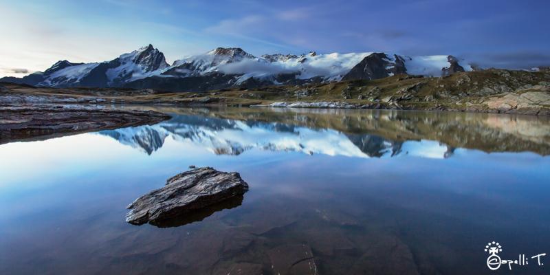 le lac noir, la meije et le rateau se reflètent sur  le lac noir au petit matin - Thomas Capelli