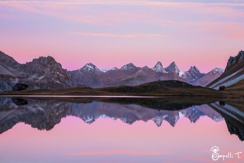 les aiguilles d'arves au lever du soleil depuis le lac des cerces  - Thomas Capelli