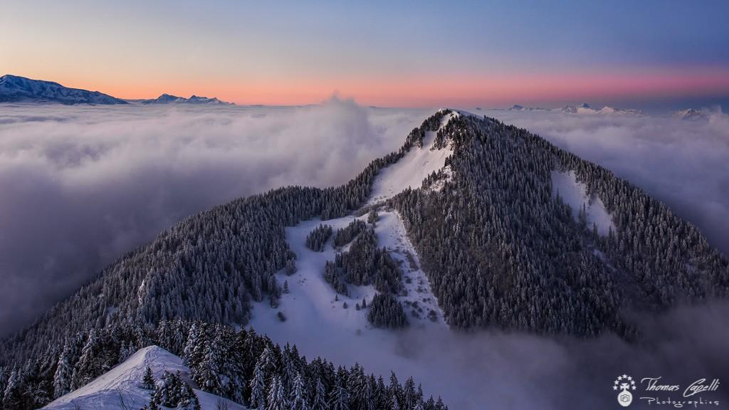 Lever de soleil au dessus de la mer de nuages depuis pravouta - Thomas Capelli