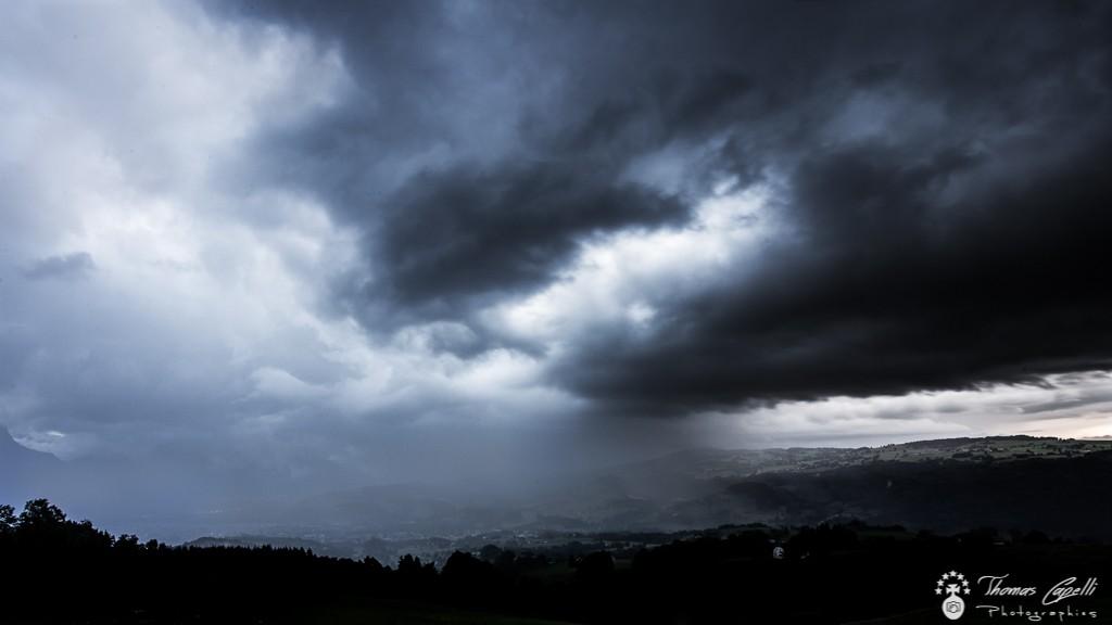 Forte pluie sur la vallée du guiers Orages Saint laurent du pont - Thomas Capelli