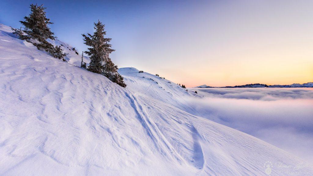 mer de nuages au lever du soleil au charmant som - Thomas Capelli