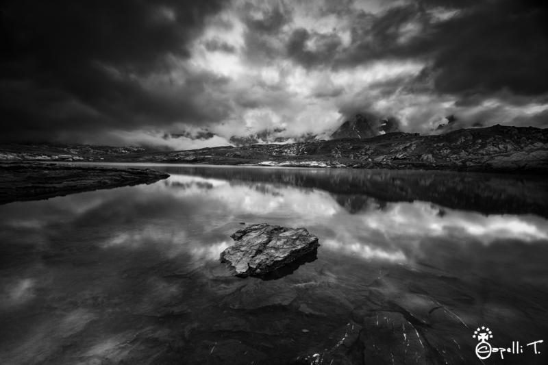 Le lac noir et la meije et le rateau sous les nuages - Thomas CAPELLI